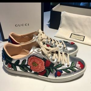 GUCCI Floral Ace Lo Top Sneaker Metallic Silver